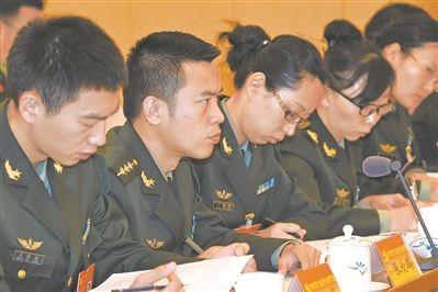 解放军代表团和武警部队代表团讨论十九大报告综述之七