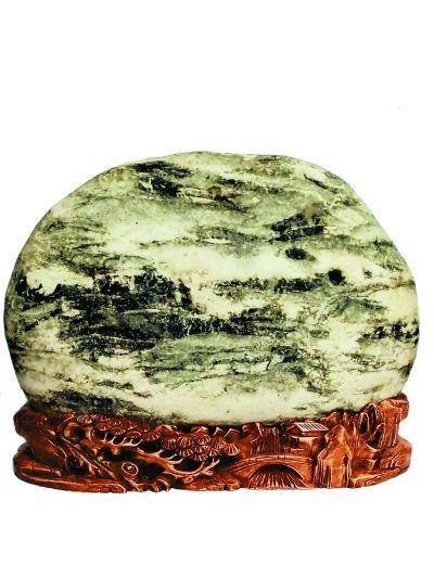 高雅之士的翩翩风度在这些奇石上呈现。揆古察今,尽得风流。