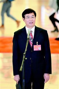 党代表通道展现大国自信,吴晓光代表自豪宣告――中国具备研发中大型航母能力