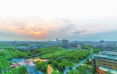 华东师范大学:求实创造,为人师表