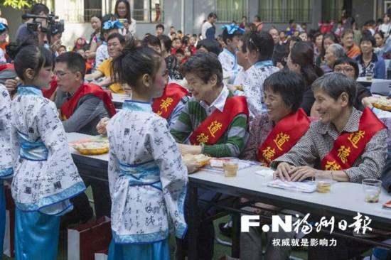 台江:老少同乐庆重阳