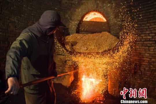 六百年窑火传承不断 苏州御窑以古法重制金砖