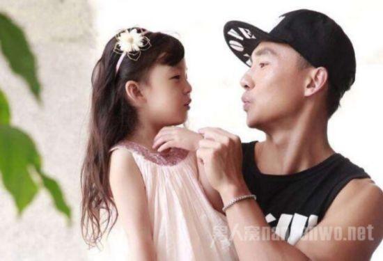 刘�u宏岳父的凝视