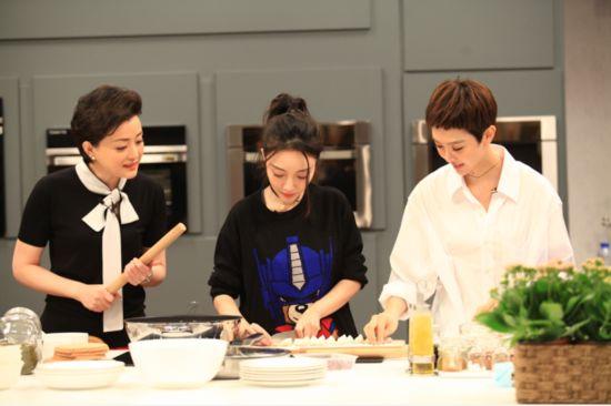 《你好!生活家》首播李小璐秀厨技花式包饺子火力全开