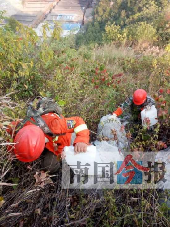 柳州近期多起山火均与人为有关 防火队员背水灭火