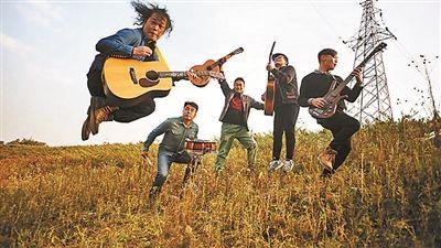 孙恒,新工人艺术团成立10多年来,已创作100多首歌