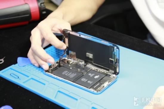 iPhone X屏幕被拆开