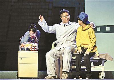 原创北京曲剧《北京人家之B超神探》,近日亮相民族宫大剧院