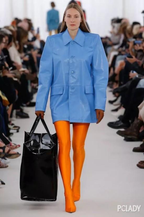 双十一看了这么多时髦外套,我只想买刘雯的这件廓形小