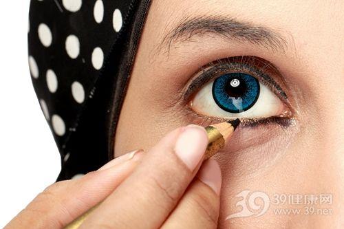 卸眼妆的正确步骤是什么?