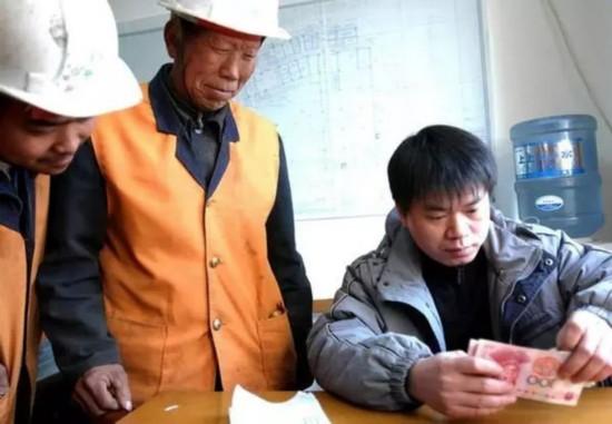 """农民工工资发放将实行""""月薪制"""",企业为何动力不足?图片"""