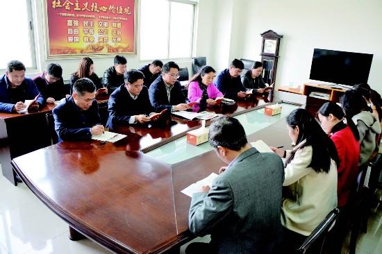 盐都区委组织部向党员免费赠阅新版《党章》