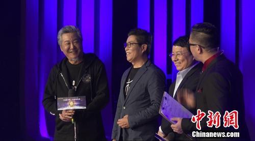 《创意中国》首期嘉宾上台互动。活动主办方供图