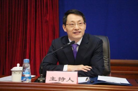主持人:西藏自治区党委宣传部副部长唐献文.jpg
