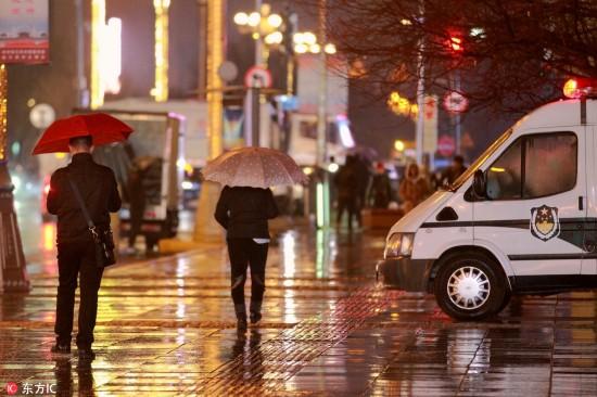 哈尔滨降下今冬初雪 市民惊喜举手机拍照 【6】