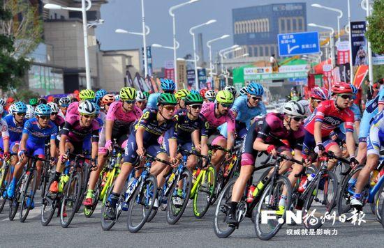 环福州・永泰国际公路自行车赛长乐城市绕圈赛 马里斯冲刺抢金