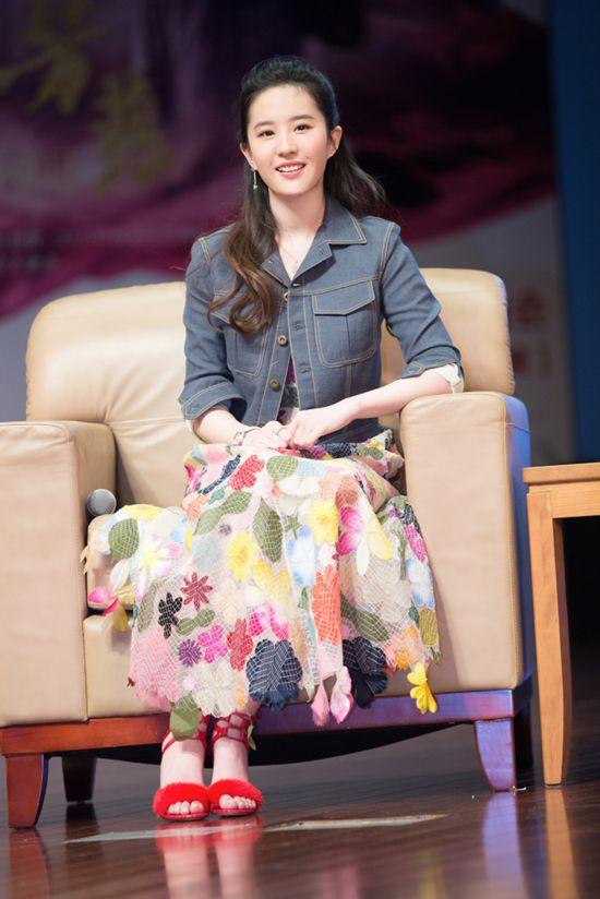 刘亦菲v破处浙大破处印花长裙搭配学子外套素岁15牛仔女生图片