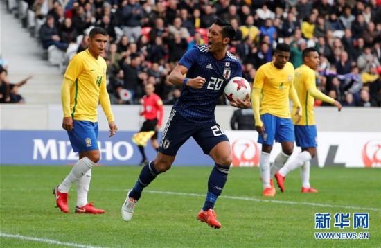(体育)(6)足球――友谊赛:巴西胜日本