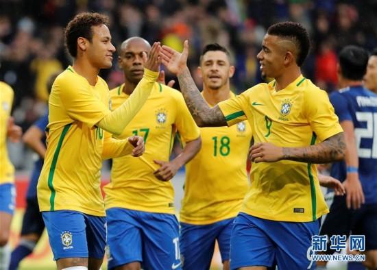 (体育)(1)足球――友谊赛:巴西胜日本