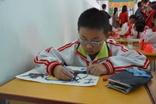 """嘉峪关明珠学校的同学们正在创作""""反邪教""""卡通图片_看图王"""