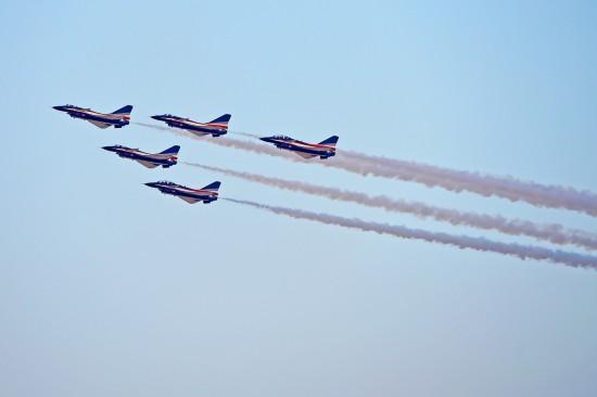 中国空军八一飞行表演队亮相迪拜航展