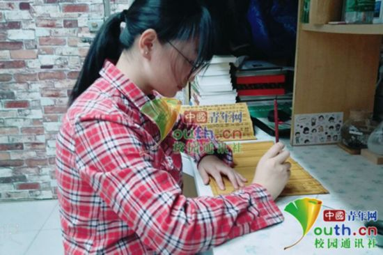 最文艺家书!大学生写作业用小篆在竹简上誊抄《孝经》