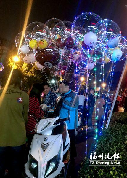 """福州:""""发光气球""""安全隐患大 尽量别让低龄孩子接触"""