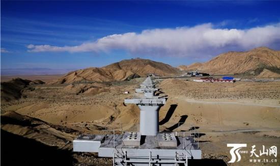 """格库铁路新疆境内建设掠影:穿越层峦叠嶂的""""铁龙"""""""