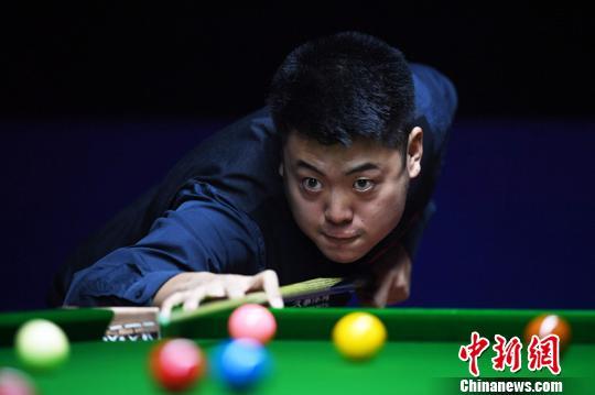 中国选手梁文博、傅家俊顺利通过上海大师赛首轮关