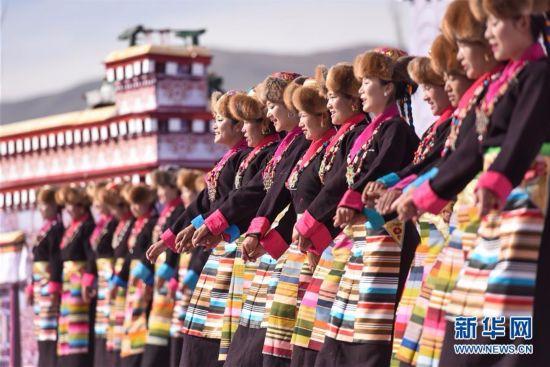 西藏:2017扎囊氆氇文化节开幕