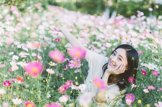 何花曝户外森女系写真与花共舞美女图片泰国去旅游图片