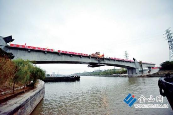 16日连镇铁路镇江段京杭运河特大桥合龙