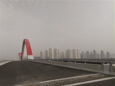对岸道路未动工 南京投资数亿大桥建好通不了