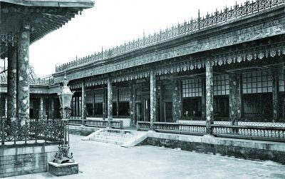 漱芳斋是清帝宴集观戏之所。每年元旦,清帝要在此举行开笔仪式