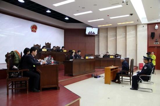原内蒙古日报社社长刘惊海今日出庭受审