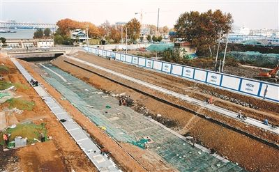 南京惠民河升级改造 河底加固及坡岸基本成形