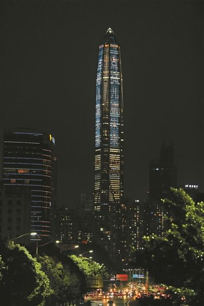 深圳第一高楼为世界儿童日亮灯