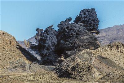 石嘴山炸封11个非法小煤窑