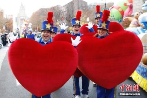 图1 2016年11月24日,第90届梅西百货感恩节大游行在美国纽约举行。