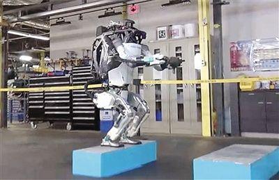 """机器人后空翻是这样""""炼""""成的"""