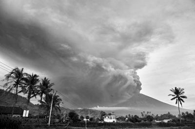 巴厘岛火山喷发