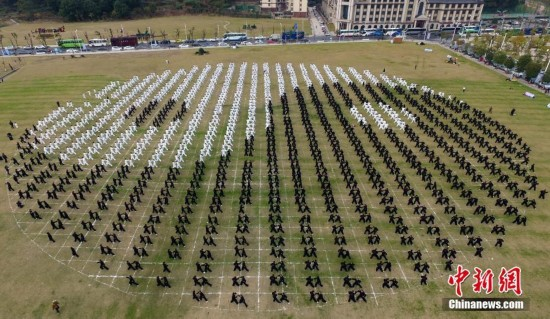Stunning view of over 2,000 Tai Chi practitioners in Jiangxi