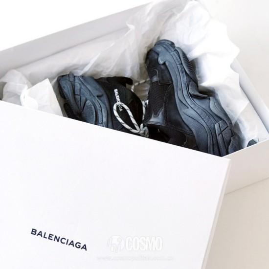 鞋履来自Balenciaga 售价6180元 可从https://www.balenciaga.cn/购买