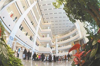 江苏省人民医院新门诊大楼启用 门诊量创新高