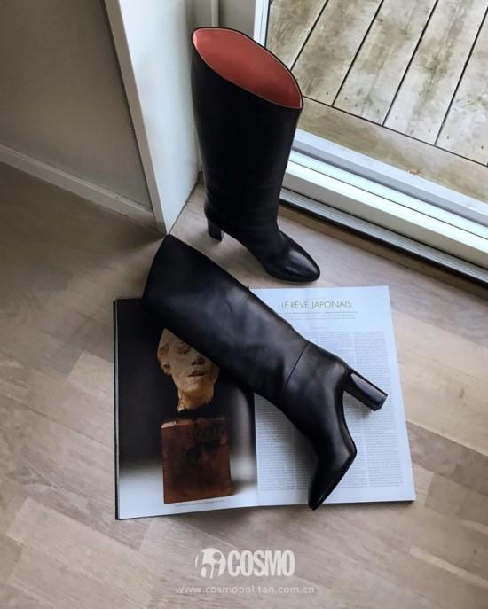 鞋履来自ACNE Studio