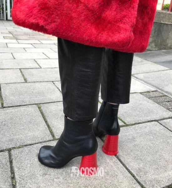 鞋履来自MM6 Maison Margiela 售价615欧 可从maisonmargiela.com购买