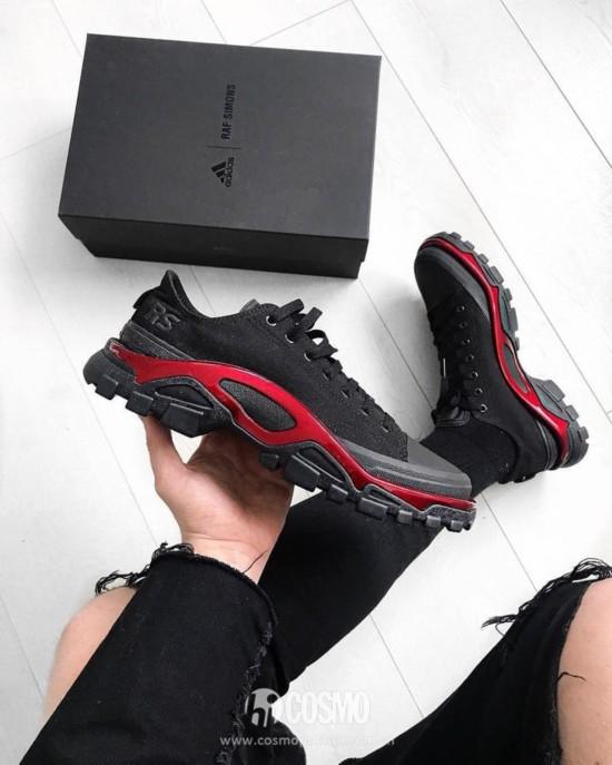 鞋履来自Adidas by Raf Simons 售价560美金 可从http://store.y-3.com干嘛