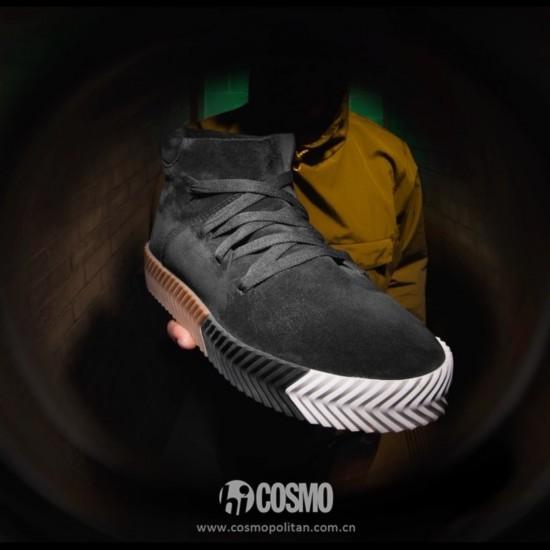 鞋履来自Originals By Alexander Wang 售价1599元 可从adidas.com.cn购买