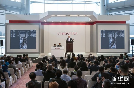 在香港会议展览中心,傅抱石《琵琶行》以1.8亿港元落槌