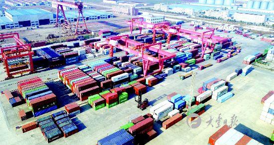 航拍大丰港集装箱堆场:摆放有序 一派繁忙景象